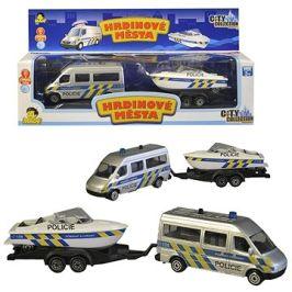 Policejní auto s přívěsem a lodí